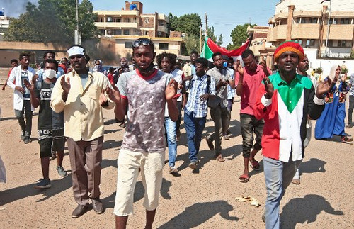 Sudan: Security forces attack journalists and obstruct reporting on protests